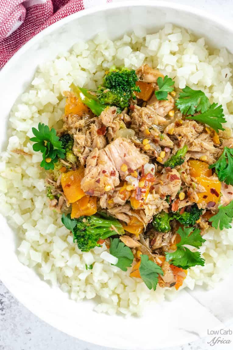 closeup image of tuna over cauliflower rice